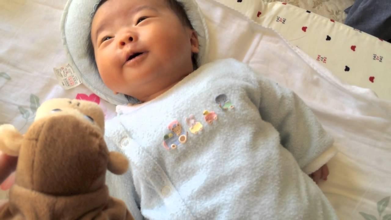 生後1ヶ月の赤ちゃんが喜ぶおもちゃはどれだろう?3種類試して ...