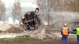 Wyburzanie 60 metrowego komina w  Świdnicy