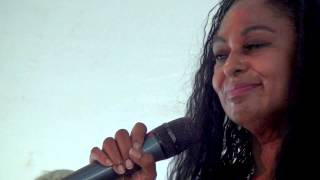 Claudette King dedicates a Bobby Murray song to little Etta James