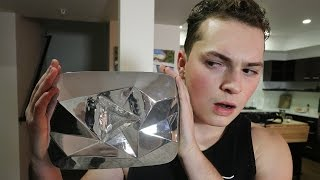YOUTUBE SENT ME THE WRONG PLAY BUTTON PLAQUE! (DIAMOND PLAY BUTTON)