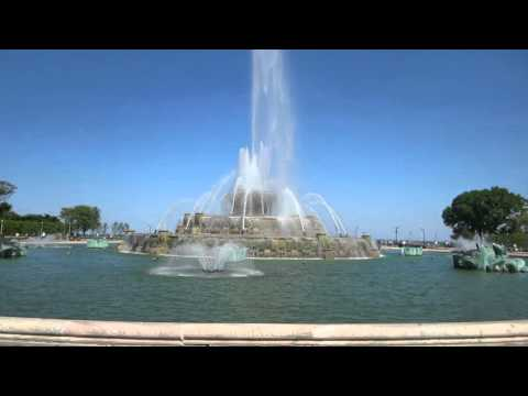 Buckingham Fountain in Grant Park, Chicago, Illinois, USA