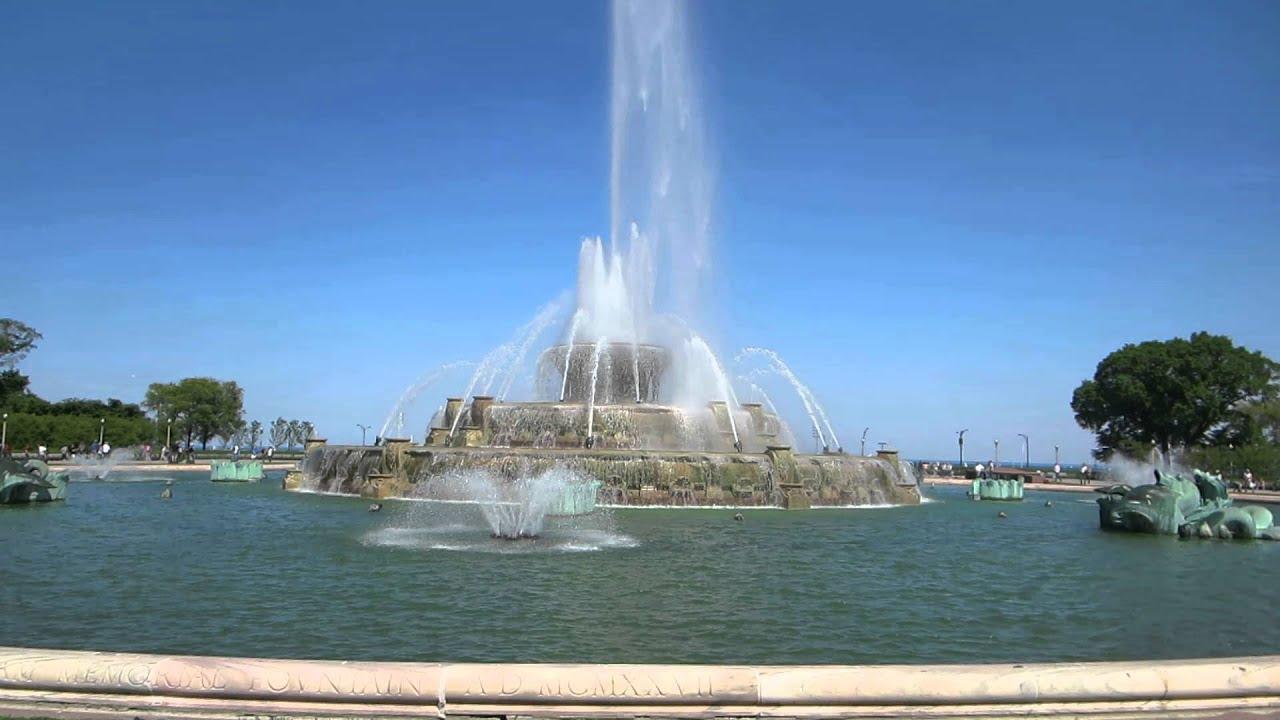 Buckingham Fountain In Grant Park Chicago Illinois Usa