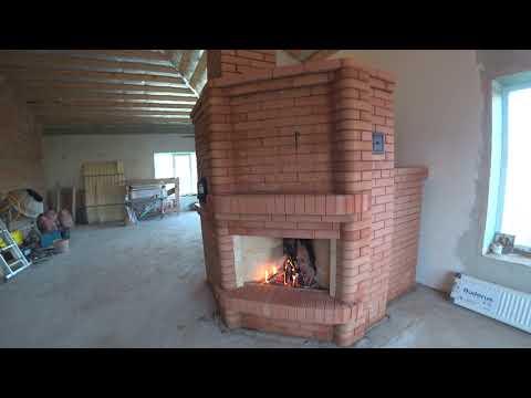 Печь для дома с угловым открытым камином, каминной дверкой, лежанкой, сушкой.