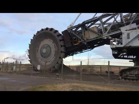 Dragline and bucketwheel excavator