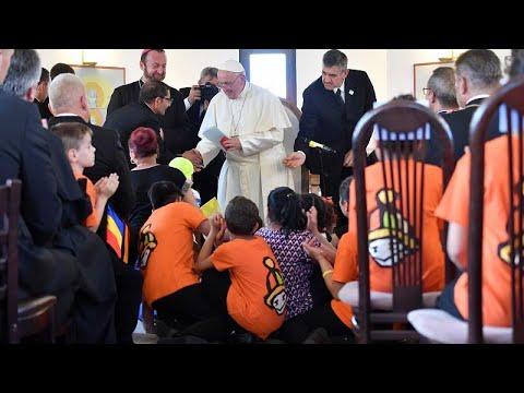 الكنيسة الكاثوليكية: البابا يطلب المغفرة على تاريخ إساءة الغجر …