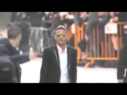 Neymar abandona la Audiencia Nacional entre autógrafos y 'selfies'