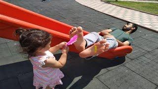 Ayşe Ebrar Oyun Oynamak İstiyor Ama Babasının Uykusu Var | Oyuncu Bebe TV