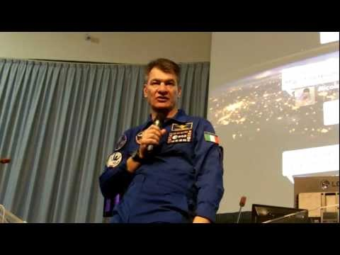 Paolo Nespoli talks us through ATV docking at ATVTweetUp, CNES, France