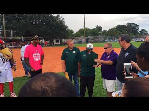 Pelicans' Elfrid Payton receives key to city of Gretna at charity kickball event