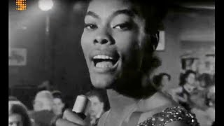 Dionne Warwick 'Walk On By' really live in 1964. Impeccable!