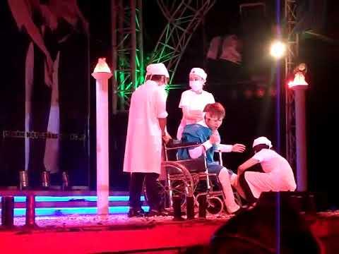Quách Tuấn Du bị tai nạn trên Sân Khấu ngồi xe lăn.