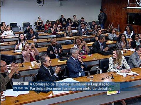 Paim anuncia a decisão do presidente da Câmara de anular os efeitos da sessão do impeachment