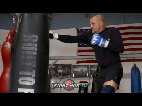 DAMN! CHUCK LIDDELL THROWING SPINNING BACK FISTS FROM HELL! LOOKING TO KO TITO ORTIZ IN 3RD FIGHT