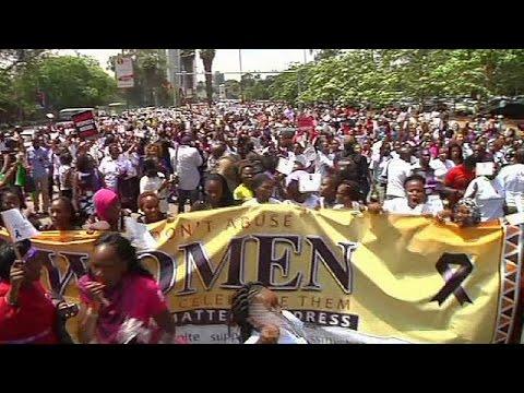mini en femme l'agression dénoncer Kenya jupe d'une pour manifestation nWpwqWxR0H