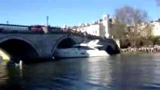 The Boat Crashes to the Richmond Bridge  (Full censored)