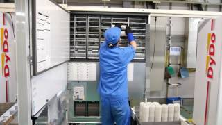 ダイドードリンコの自販機製造ラインでダミー缶を驚きの速さで詰めまくる「ベンドテスト」の様子