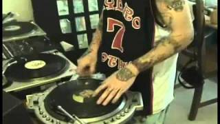 Sid Wilson playing turntables #2
