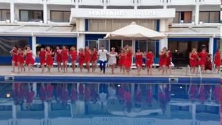 Жених и невеста утопили гостей в бассейне