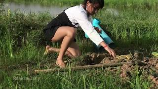 Smart Girl Using 2 Deep Holes Fishing Trap PVC Plastic Pipes Catch A lot of Fishes Part 2