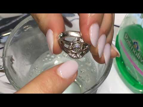 Cleaning Your Diamond Ring . https://pixlypro.com/e9nRpZH