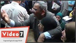 انهيار زوجة صلاح هلال عقب الحكم بحبسه فى قضية رشوة وزارة الزراعة