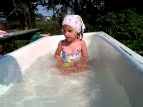 Видео как развлекаются девочки на даче фото 399-636