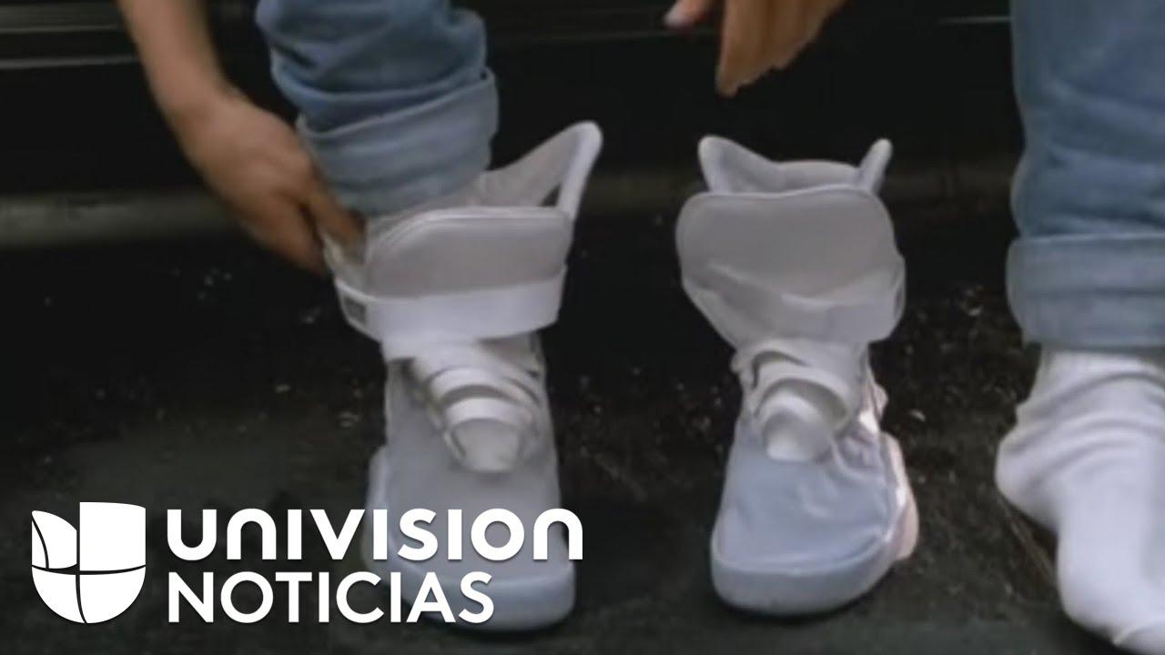 apasionado tinta vergüenza  De la ficción a la realidad: las zapatillas que se amarran solas - YouTube