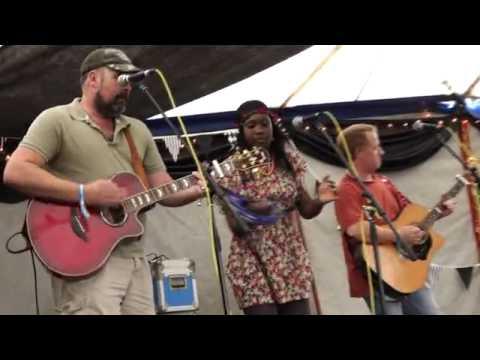 Mark Venus & Vapor 'Down Home Girl' At 'Lakefest'