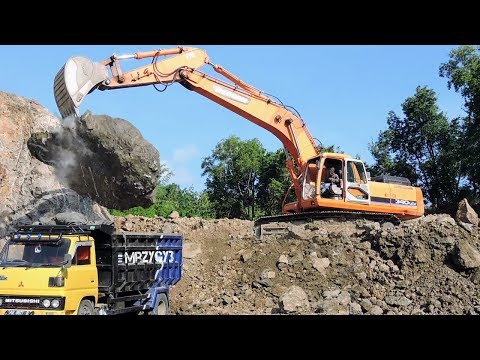WOW!! Large Excavator Doosan Breaking Big Rocks