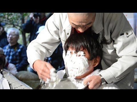 「おしろい祭り」塗りあい笑顔 福岡・朝倉