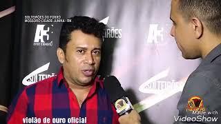 Baixar O melhor cantor de sucesso do mundo do forró Zé cantor da banda Solteirões do Forró
