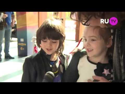 """Дети Ф.Киркорова на премьере """"Трио в перьях"""""""