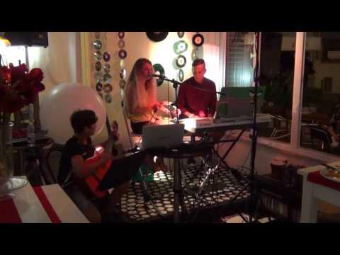 Bamboleo - Lisa Selmi alla voce, Lorenzo Selmi alla chitarra e Paolo Cerrone alle maracas