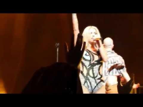 Kesha - Timber (Solo Version) Live First Time Ever - São Paulo, Brazil