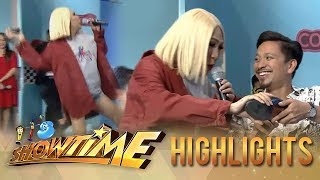 It&#39s Showtime KapareWho Vice throws Jhong&#39s shoe