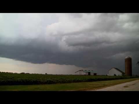 Storm Approaching, West of Batavia Illinois on July 7, 2010
