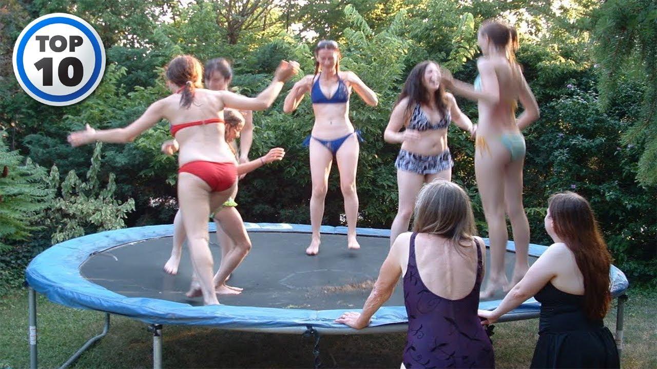 girls-in-bikinis-on-trampolines