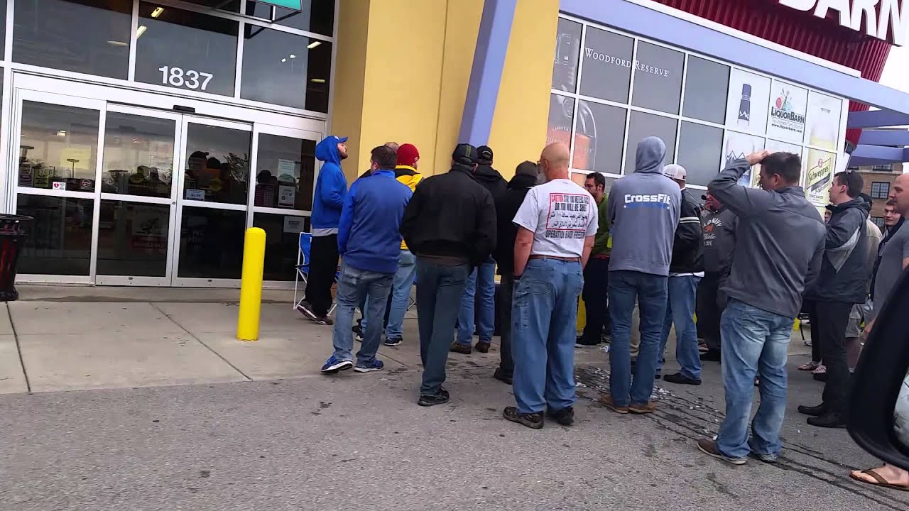 Pappy Van Winkle Line At Liquor Barn Lexington Ky Youtube