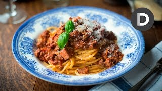 How to make Spaghetti Bolognese feat. Sofie!