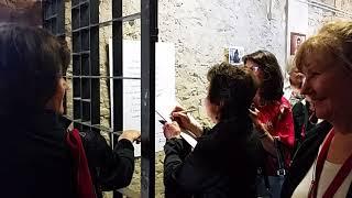 Turisti americani visitano la mostra su San Timoteo