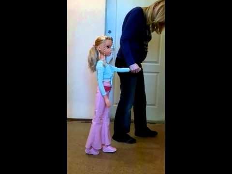 Кукла которая умеет ходить