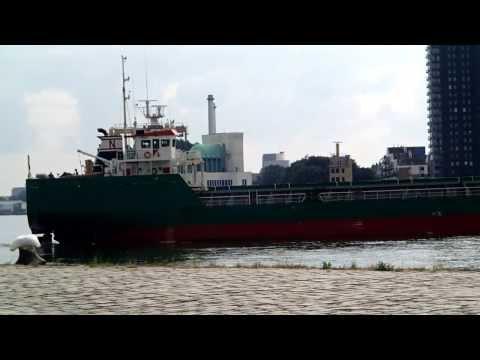 Unmooring of cargo ship Bulnes from the Lloydkade, Rotterdam 28-08-2013