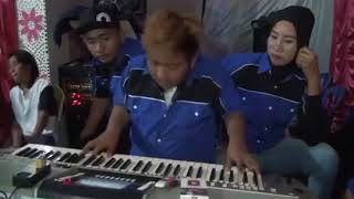 Download Mantap!! Aksi Aksi Skill Dewa DJ Awi Pemain Keyboardist Electone Bugis