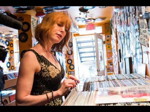 Alicia Witt: In-store With The Vinyl District At DC's Som Records