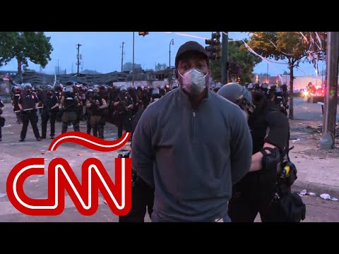 Arresto en directo de un reportero (negro) durante las protestas antiracismo en Minnesota