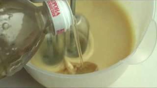 Видеорецепт майонеза.(Как правильно готовить майонез дома. Подробности и другие рецепты на сайте sam-sebe-povar.com., 2010-04-17T01:08:13.000Z)
