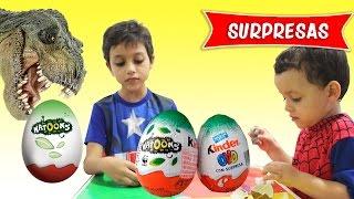 Spiderman e Capitão América Abrindo Kinder Ovos Natoons Surprise Eggs com Dinossauros