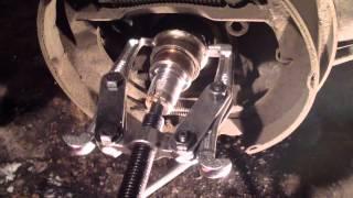видео Замена подшипника передней ступицы lada priora (ваз приора)