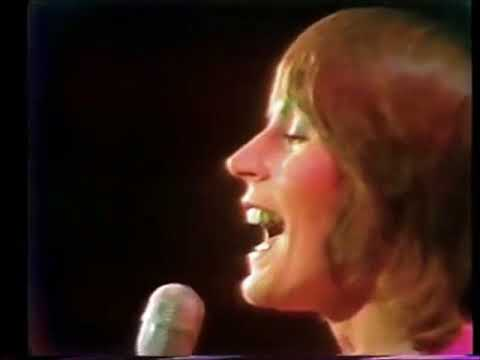HELEN REDDY - LIVE GRAMMY PERFORMANCE OF I AM WOMAN - THE QUEEN OF 70s POP