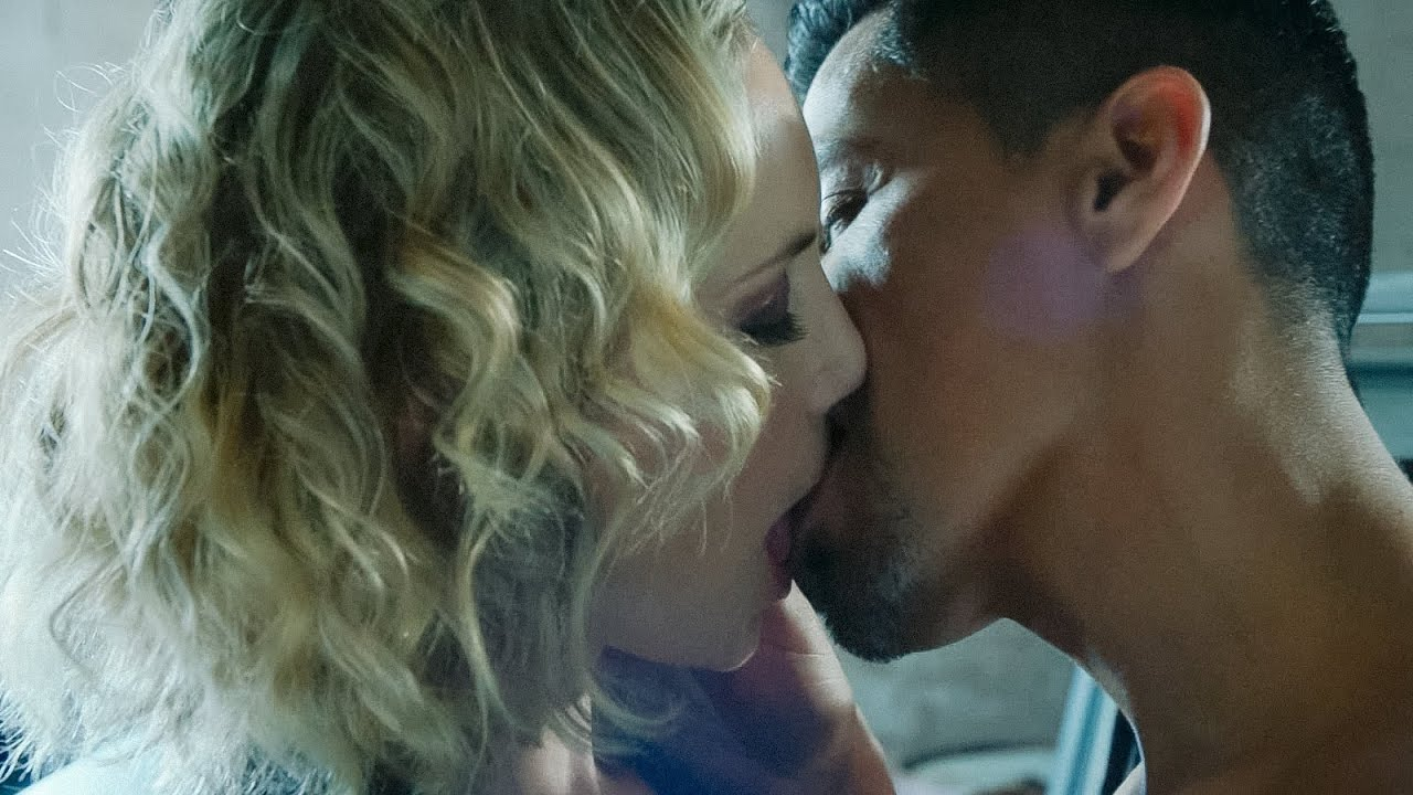 """Download Magnum P.I. 4x01 Magnum and Higgins kiss """"I'd take the risk for you"""""""